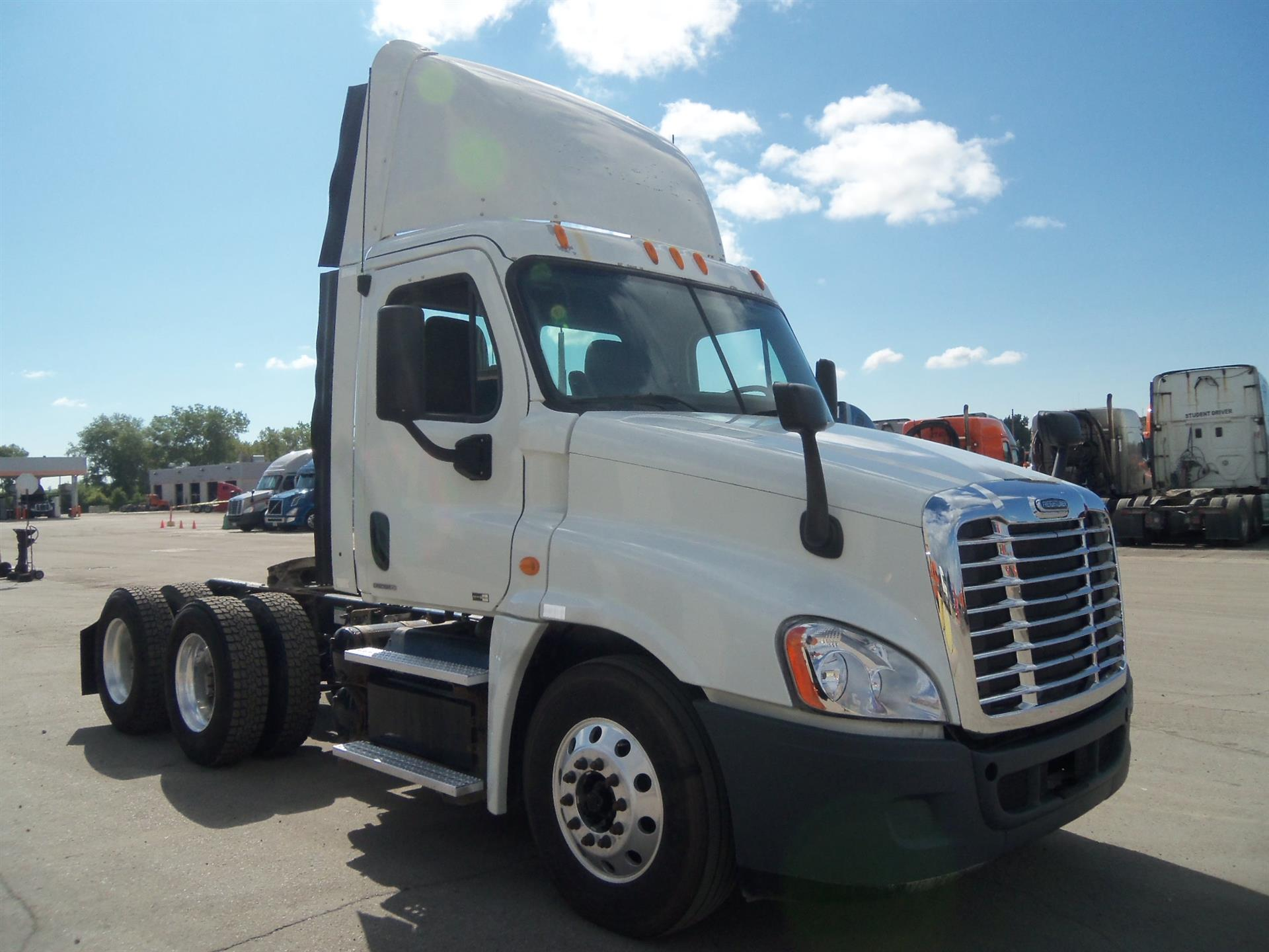 USED 2012 FREIGHTLINER CASCADIA DAYCAB TRUCK #82101