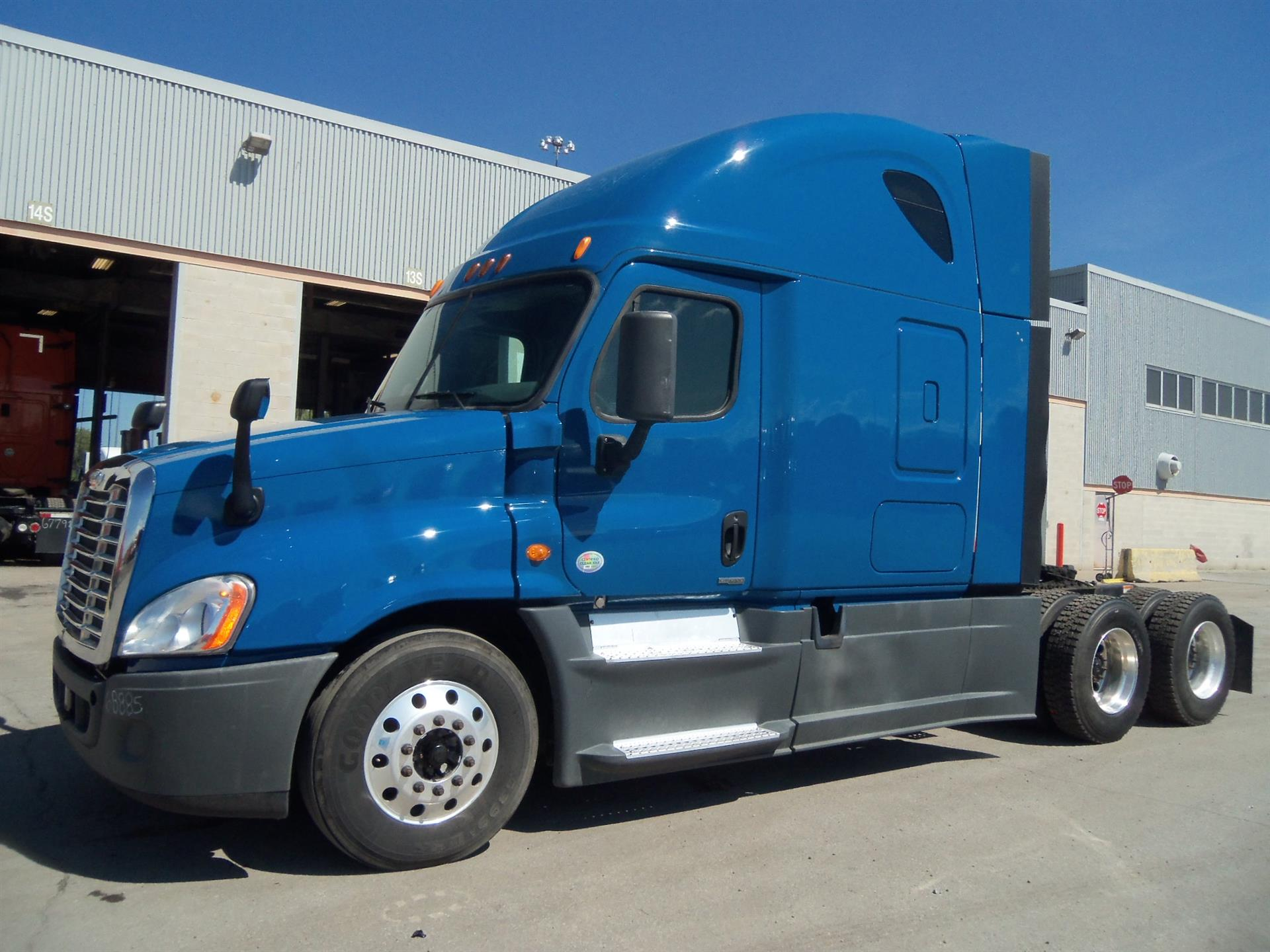 USED 2014 FREIGHTLINER CASCADIA SLEEPER TRUCK #82107