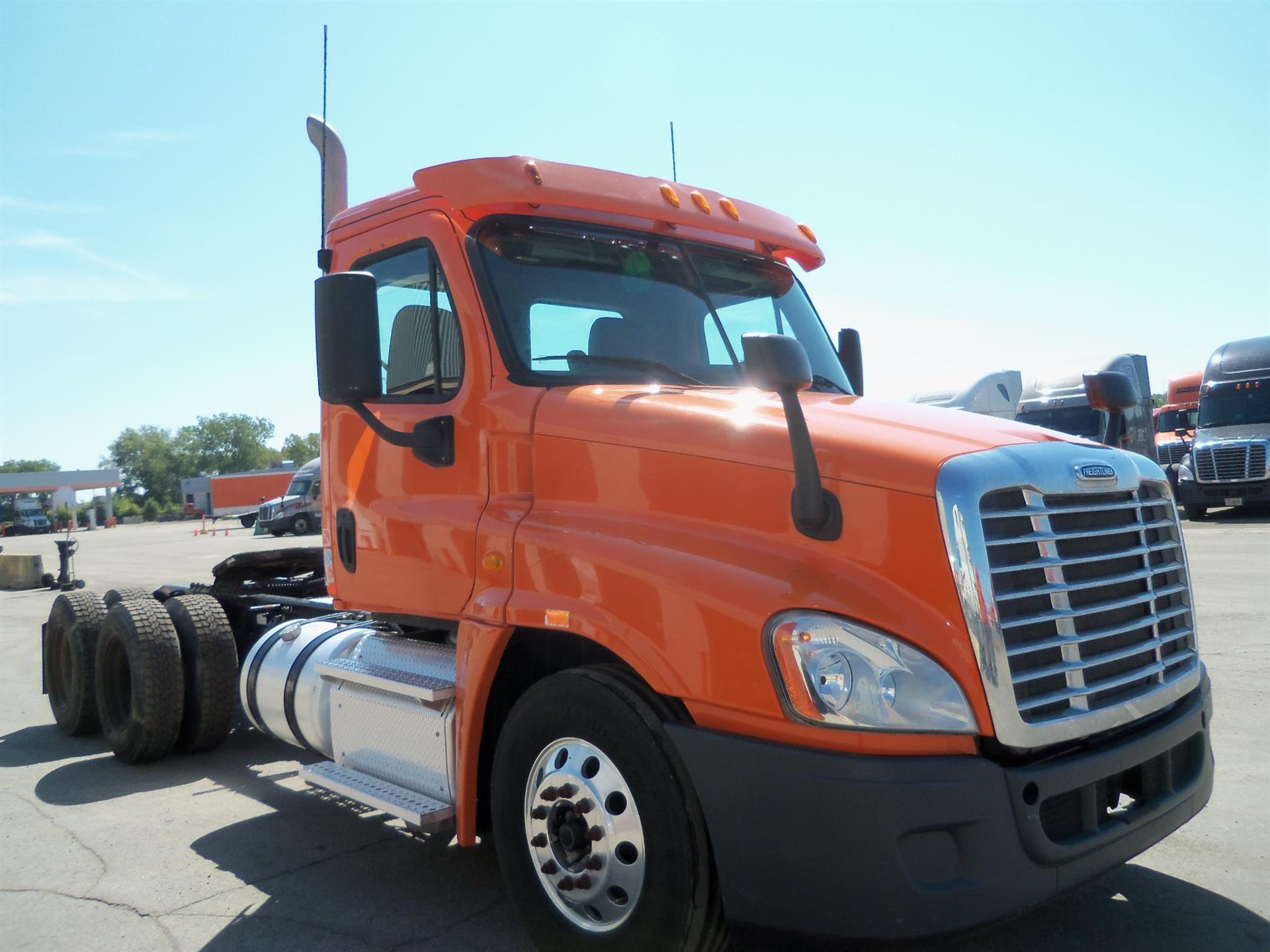 USED 2013 FREIGHTLINER CASCADIA DAYCAB TRUCK #131755