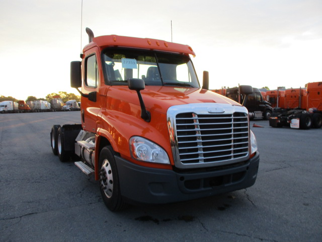 USED 2011 FREIGHTLINER CASCADIA DAYCAB TRUCK #82644