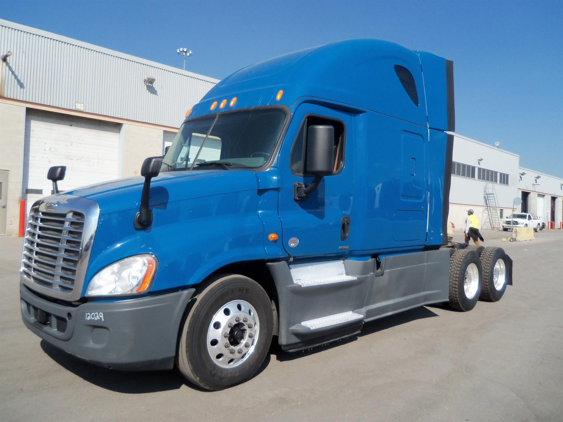 USED 2014 FREIGHTLINER CASCADIA SLEEPER TRUCK #131846
