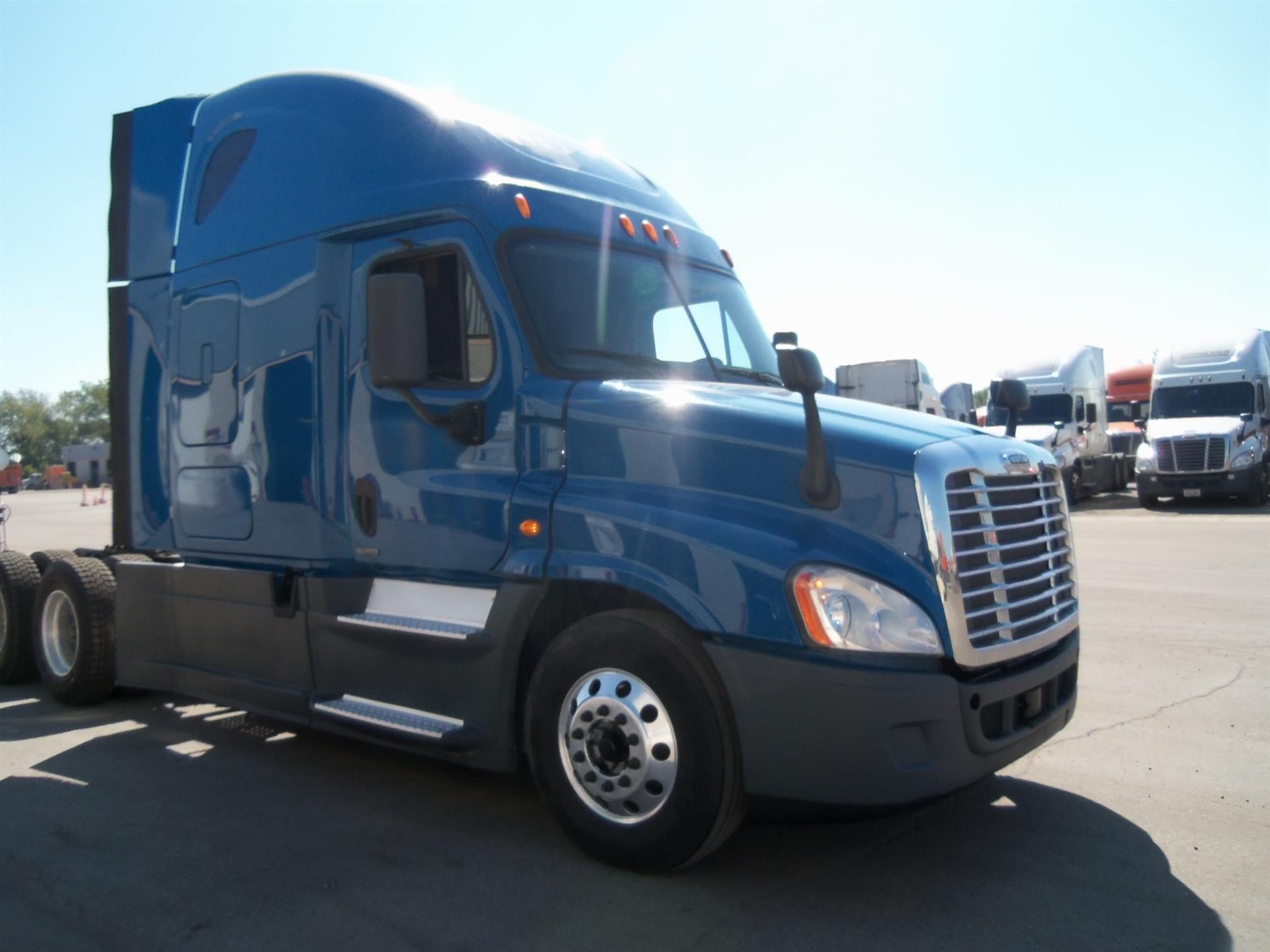 USED 2014 FREIGHTLINER CASCADIA SLEEPER TRUCK #131845