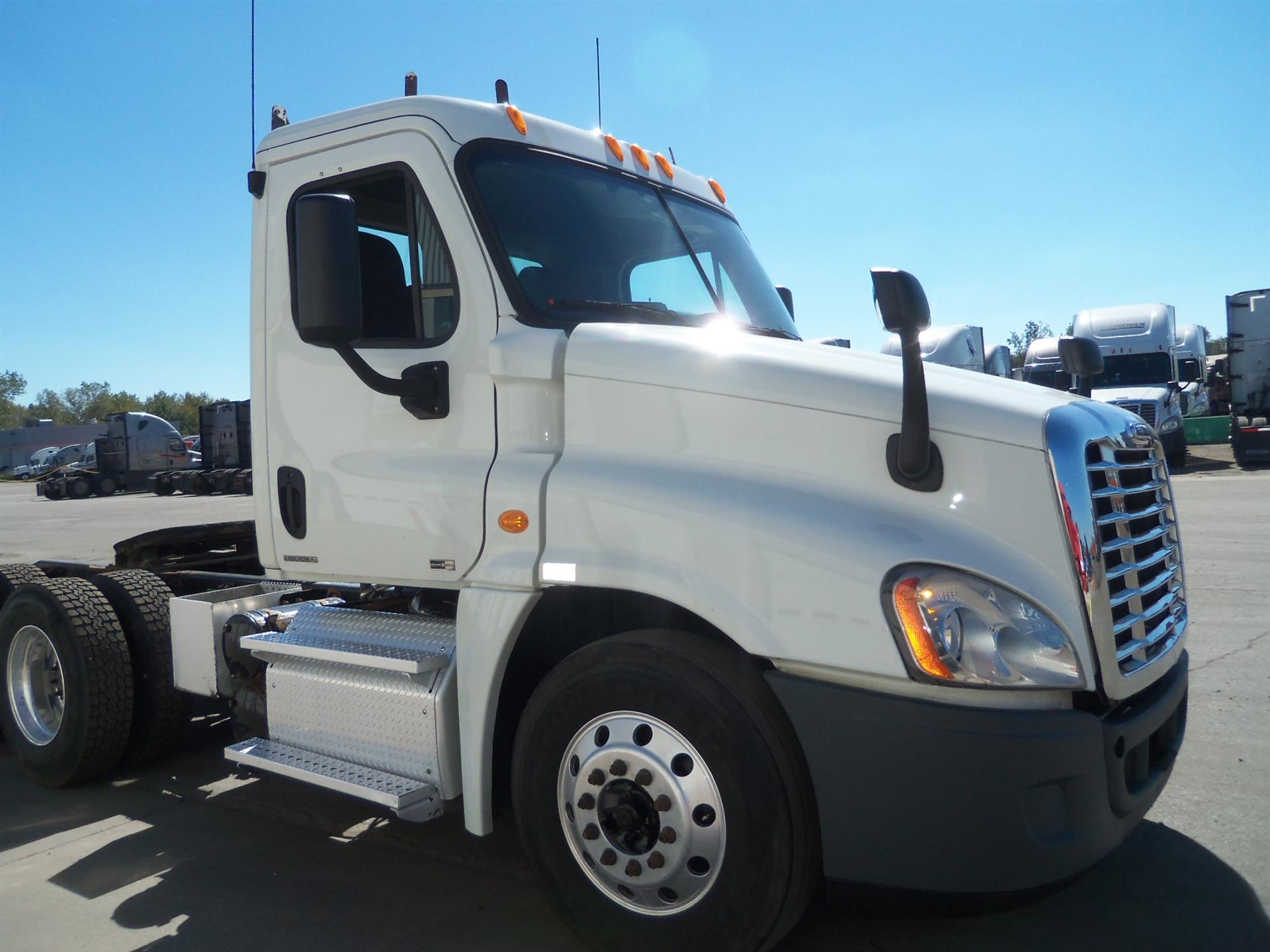 USED 2011 FREIGHTLINER CASCADIA DAYCAB TRUCK #133227