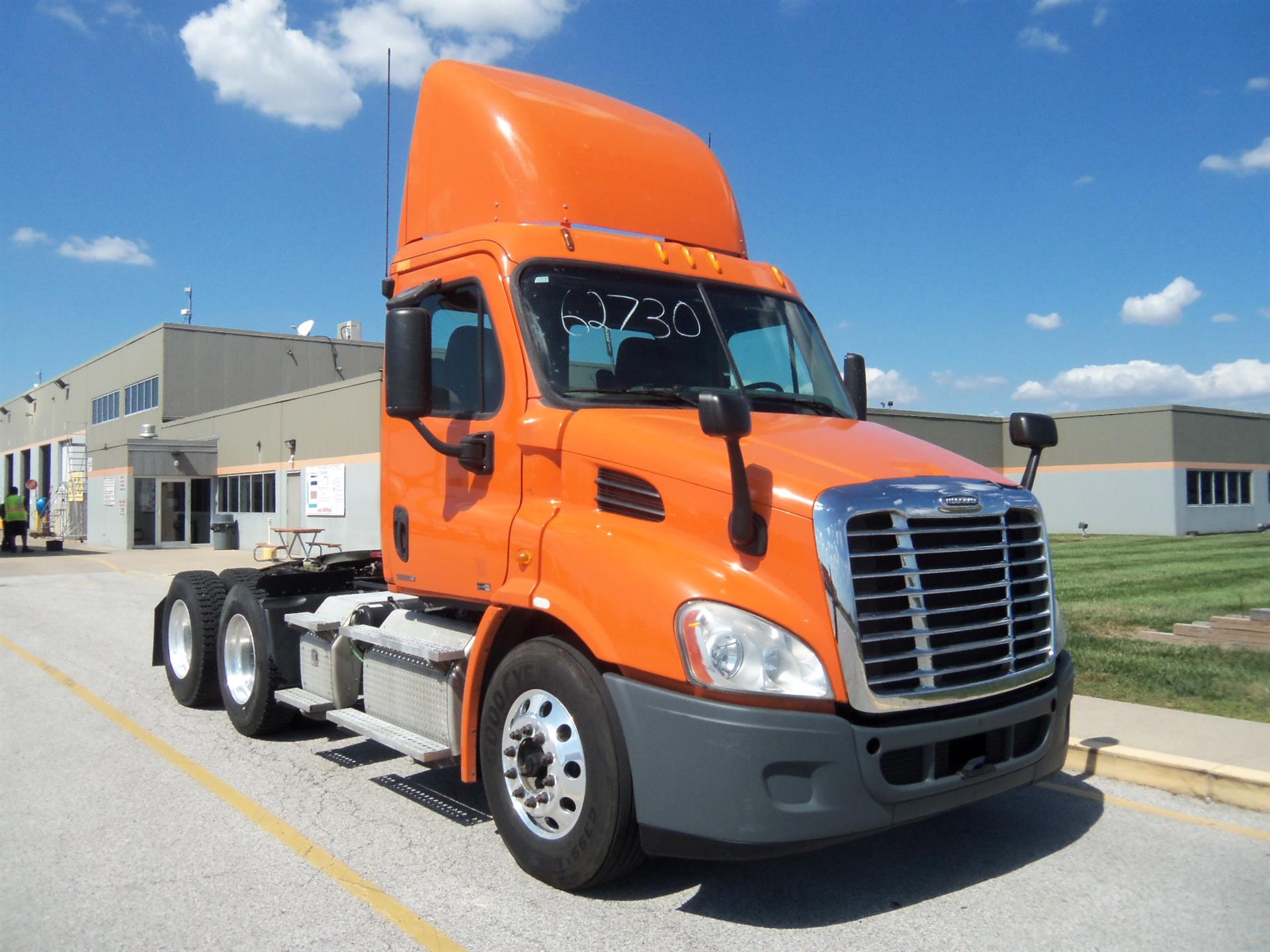 USED 2011 FREIGHTLINER CASCADIA DAYCAB TRUCK #60696