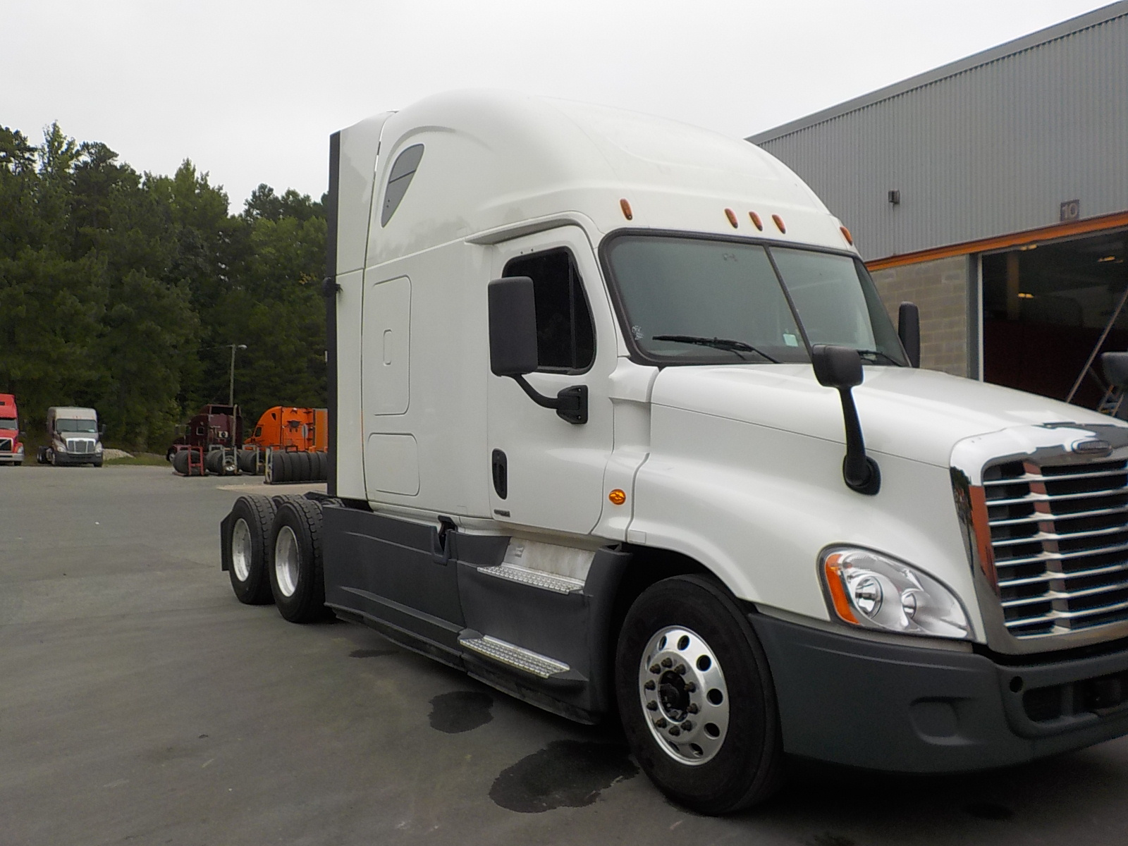 USED 2014 FREIGHTLINER CASCADIA SLEEPER TRUCK #131843