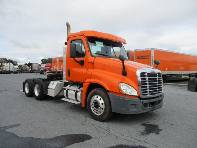 USED 2011 FREIGHTLINER CASCADIA DAYCAB TRUCK #132842