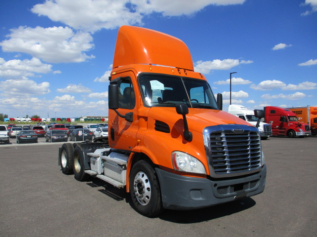 USED 2011 FREIGHTLINER CASCADIA DAYCAB TRUCK #133232