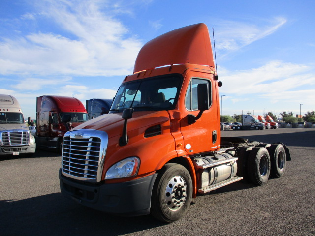 USED 2011 FREIGHTLINER CASCADIA DAYCAB TRUCK #133820