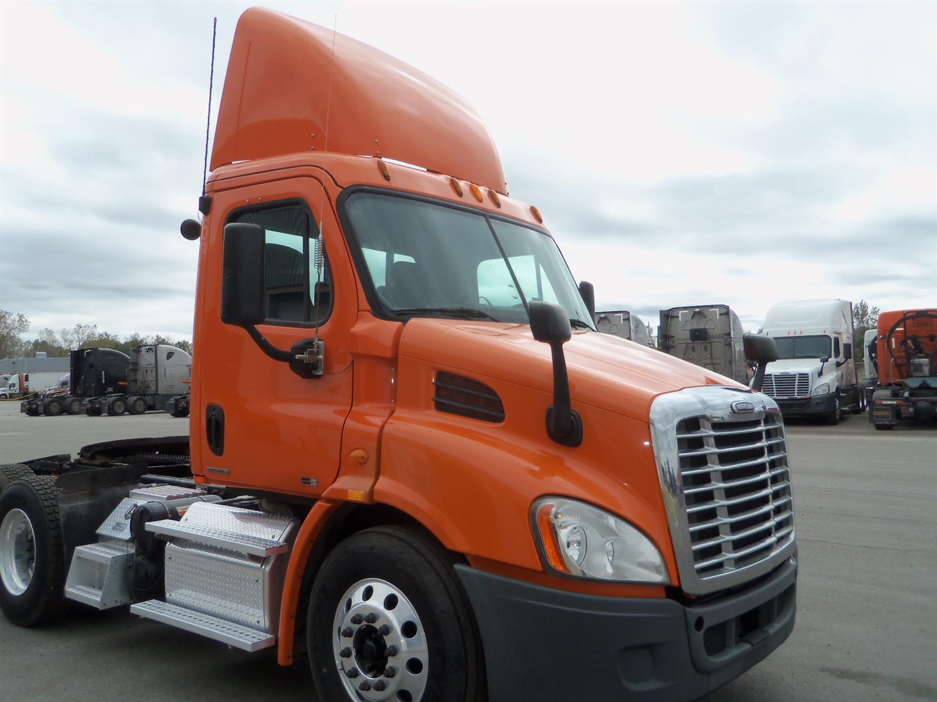 USED 2012 FREIGHTLINER CASCADIA DAYCAB TRUCK #83377