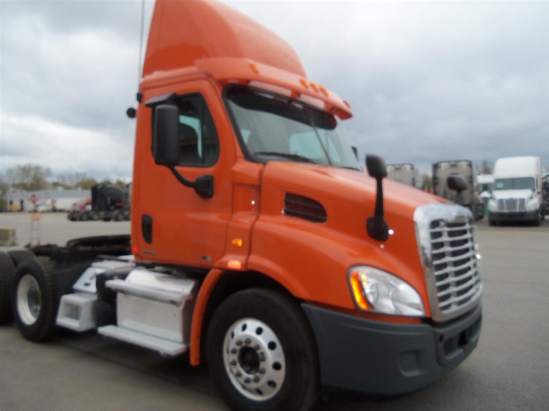 USED 2012 FREIGHTLINER CASCADIA DAYCAB TRUCK #133813