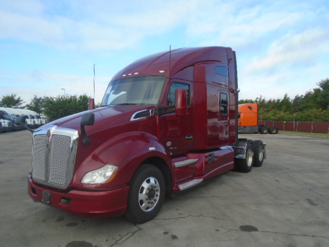 USED 2016 KENWORTH T680 DAYCAB TRUCK #133810