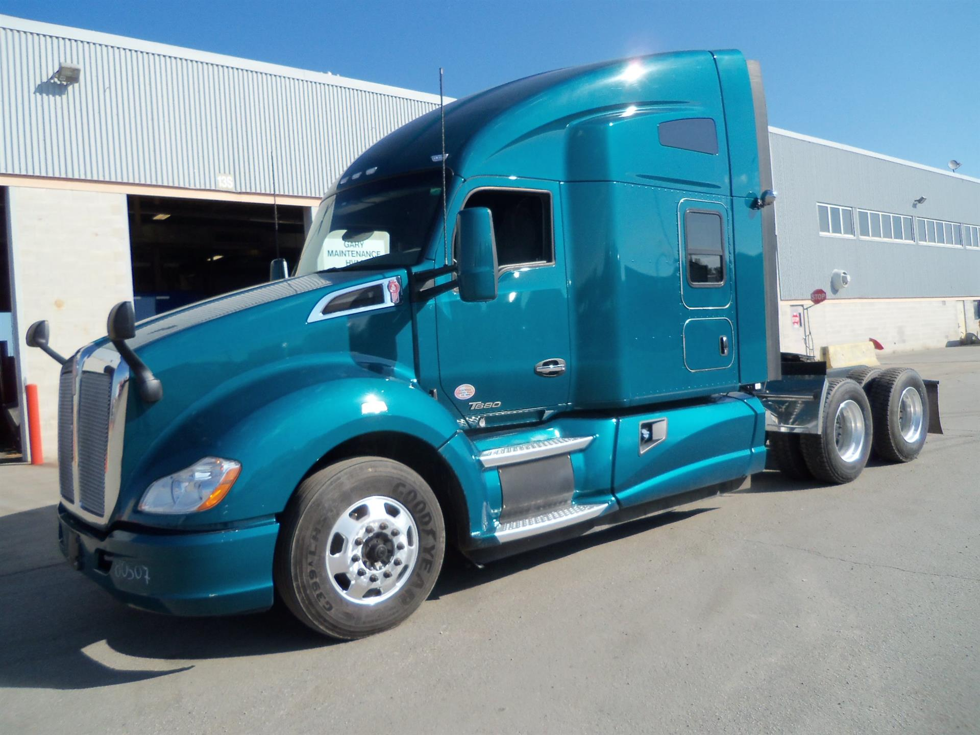 USED 2016 KENWORTH T680 SLEEPER TRUCK #133946