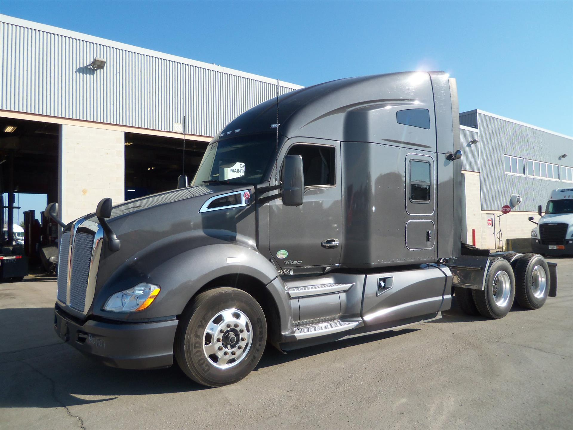 USED 2016 KENWORTH T680 SLEEPER TRUCK #133945