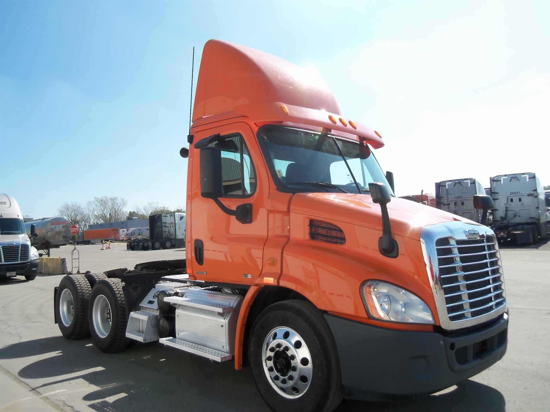 USED 2012 FREIGHTLINER CASCADIA DAYCAB TRUCK #83385