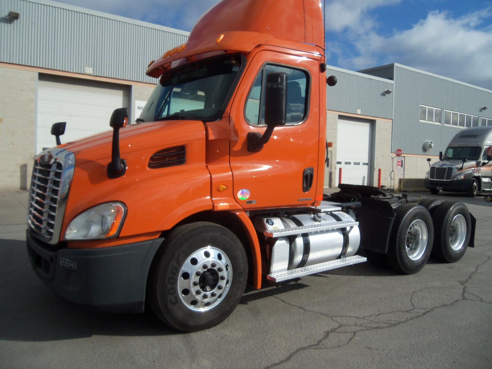 USED 2012 FREIGHTLINER CASCADIA DAYCAB TRUCK #83384