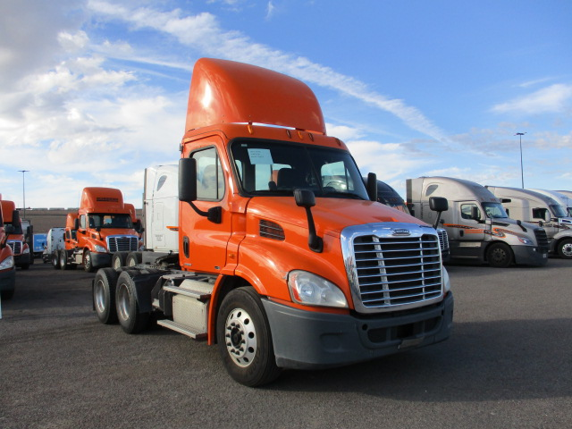 USED 2011 FREIGHTLINER CASCADIA DAYCAB TRUCK #134487