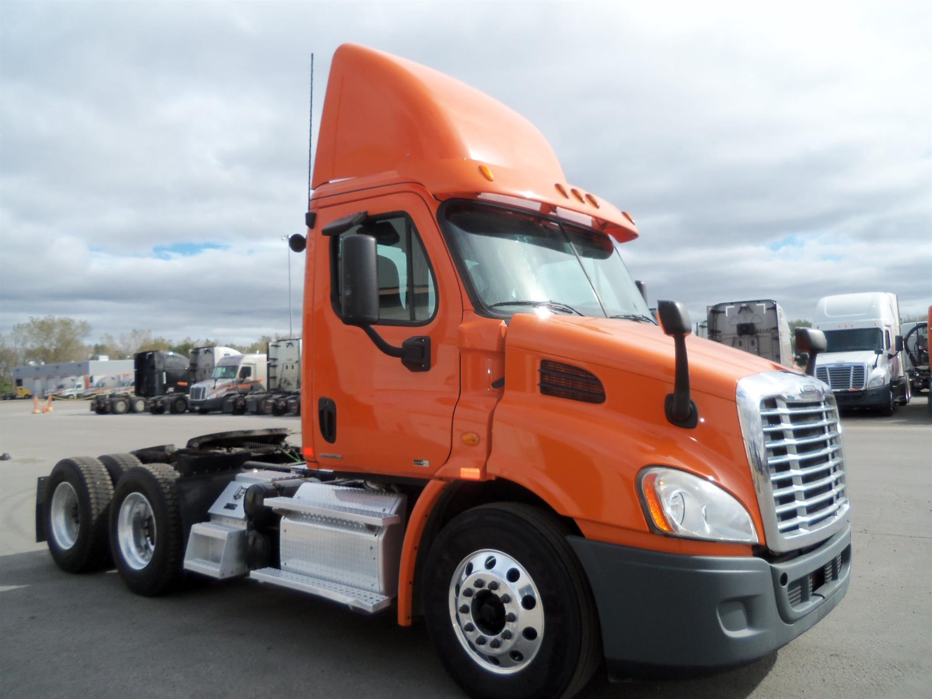 USED 2012 FREIGHTLINER CASCADIA DAYCAB TRUCK #134480