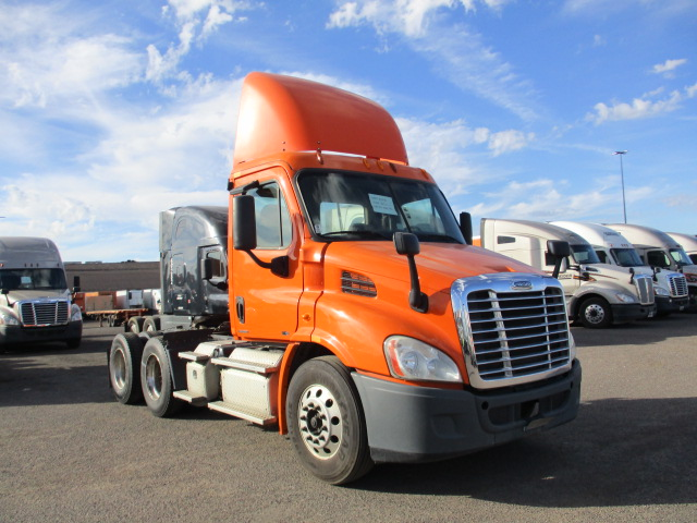 USED 2011 FREIGHTLINER CASCADIA DAYCAB TRUCK #133819