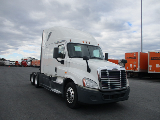 USED 2014 FREIGHTLINER CASCADIA SLEEPER TRUCK #135059