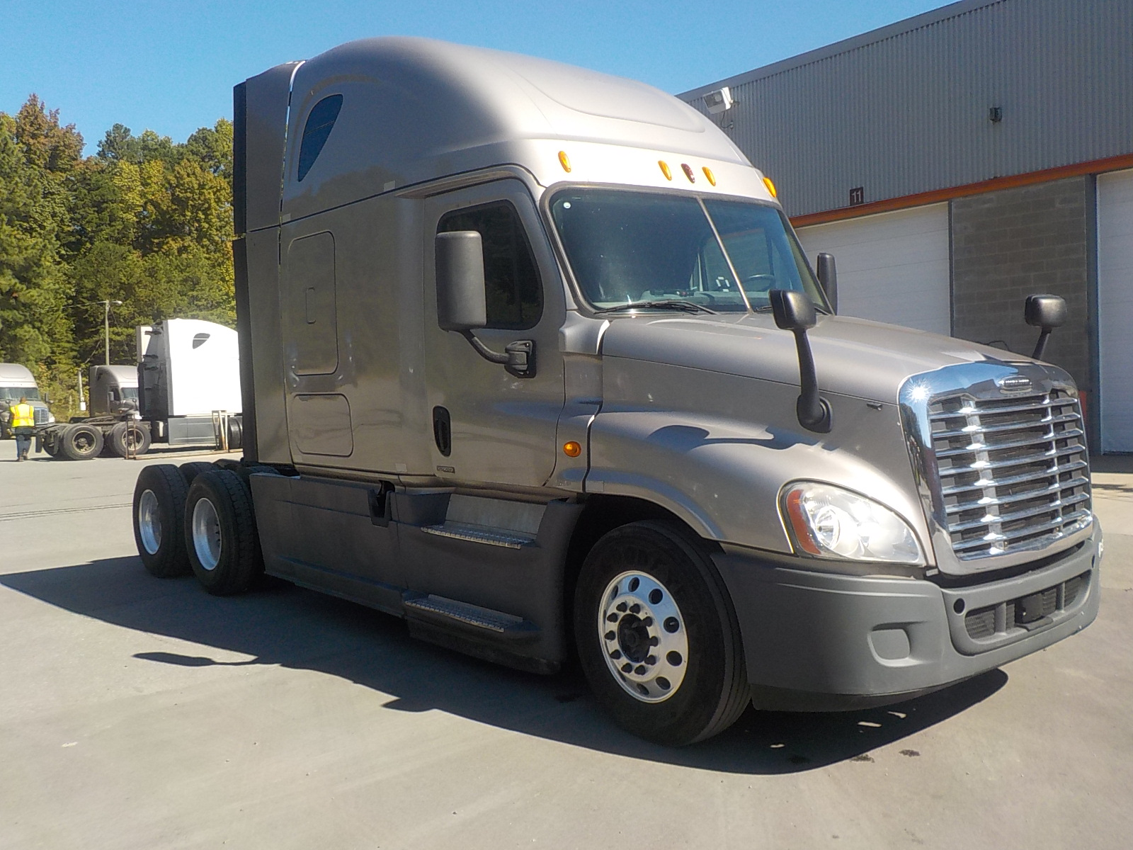 USED 2014 FREIGHTLINER CASCADIA SLEEPER TRUCK #135037