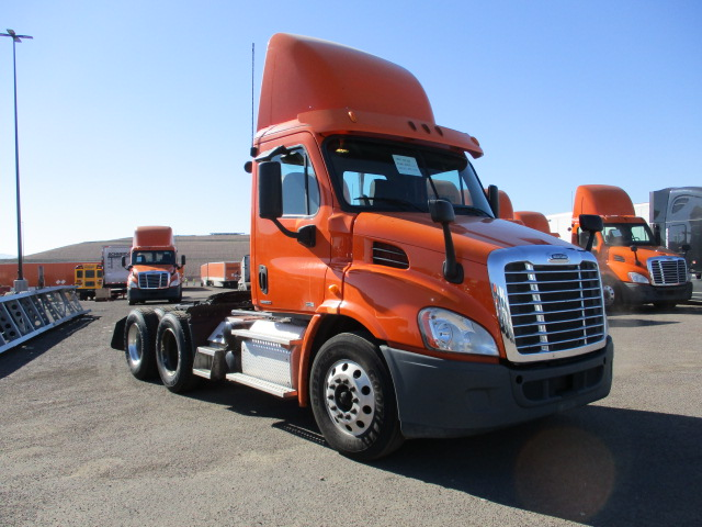 USED 2012 FREIGHTLINER CASCADIA DAYCAB TRUCK #135081
