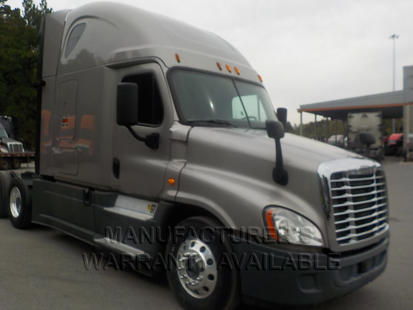 USED 2015 FREIGHTLINER CASCADIA SLEEPER TRUCK #135039