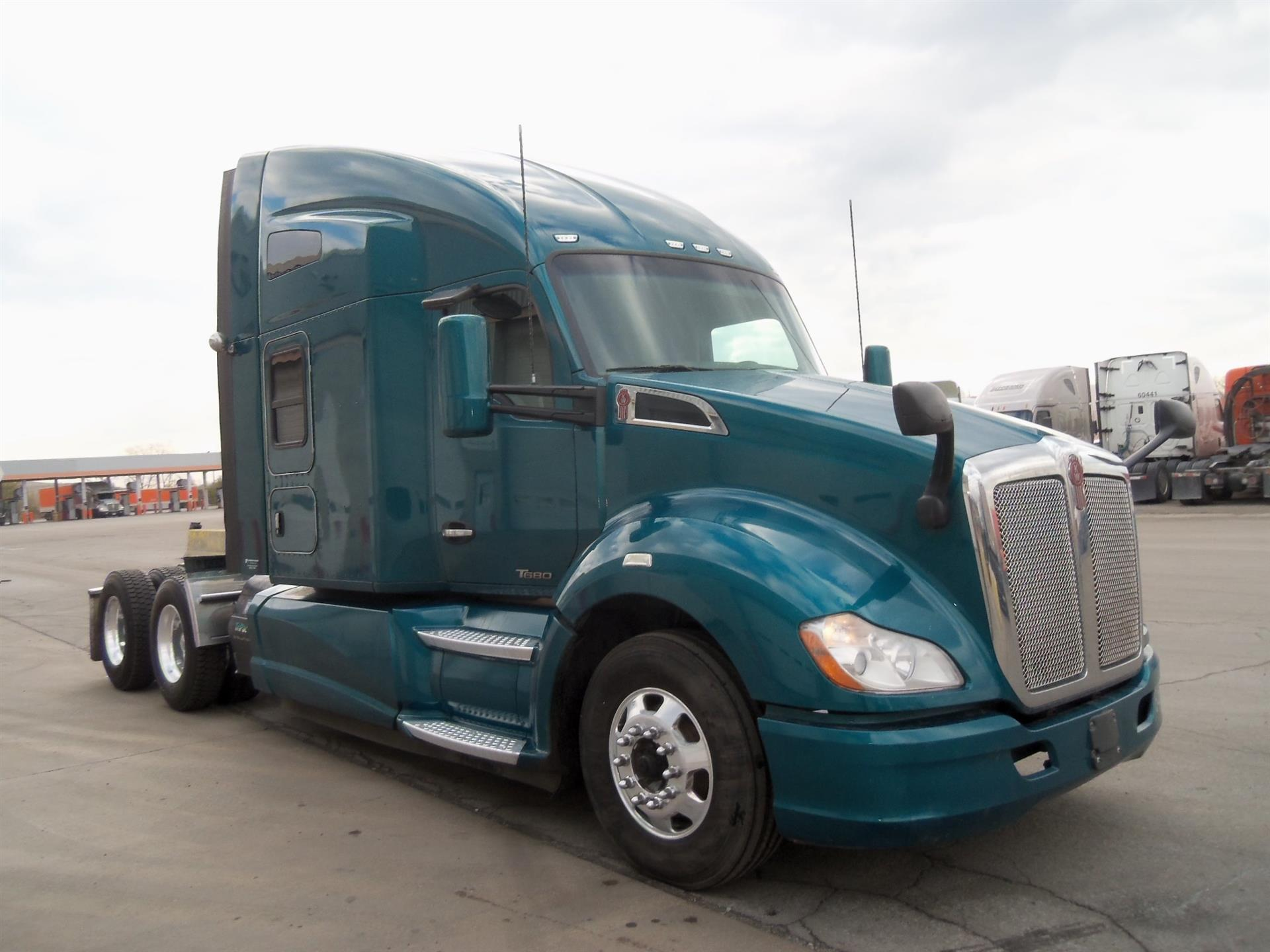 USED 2016 KENWORTH UNKNOWN SLEEPER TRUCK #135055