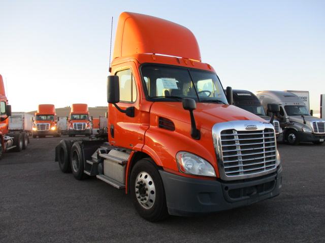 USED 2012 FREIGHTLINER CASCADIA DAYCAB TRUCK #135079