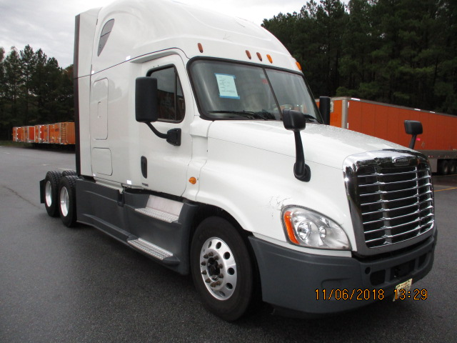 USED 2014 FREIGHTLINER CASCADIA SLEEPER TRUCK #135441