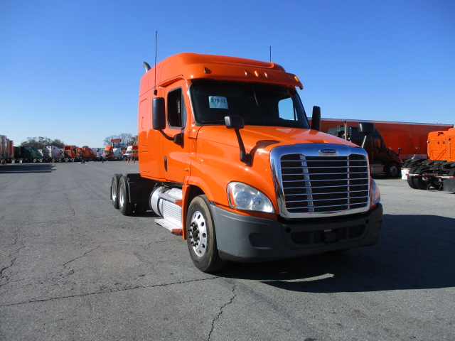 USED 2013 FREIGHTLINER CASCADIA SLEEPER TRUCK #135952