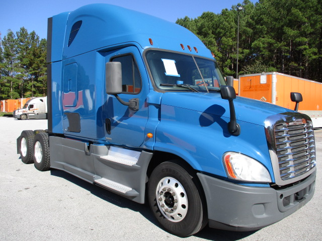 USED 2014 FREIGHTLINER CASCADIA SLEEPER TRUCK #135922