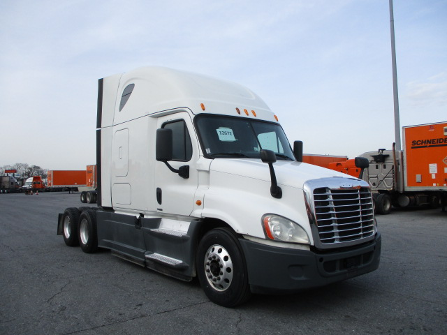 USED 2014 FREIGHTLINER CASCADIA SLEEPER TRUCK #135954