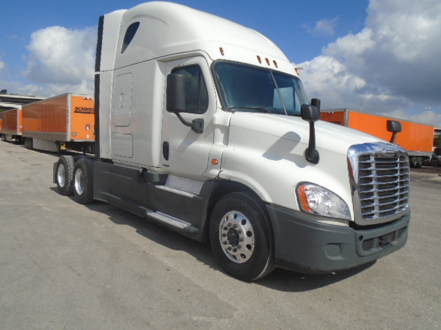 USED 2015 FREIGHTLINER CASCADIA SLEEPER TRUCK #135962