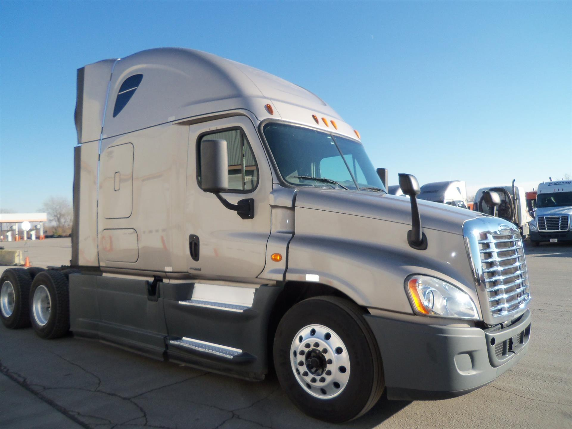 USED 2014 FREIGHTLINER CASCADIA SLEEPER TRUCK #135945