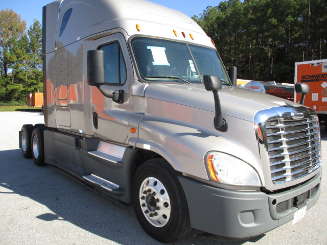 USED 2015 FREIGHTLINER CASCADIA SLEEPER TRUCK #83907