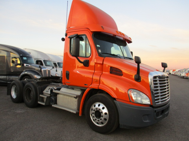 USED 2012 FREIGHTLINER CASCADIA DAYCAB TRUCK #135087