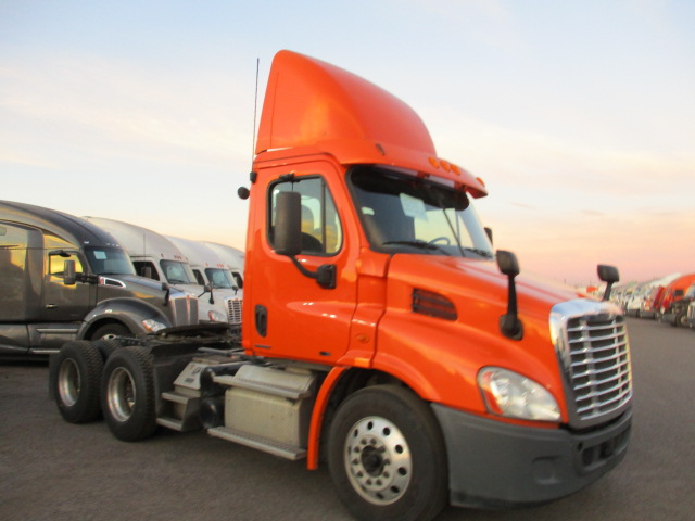 USED 2012 FREIGHTLINER CASCADIA DAYCAB TRUCK #135090