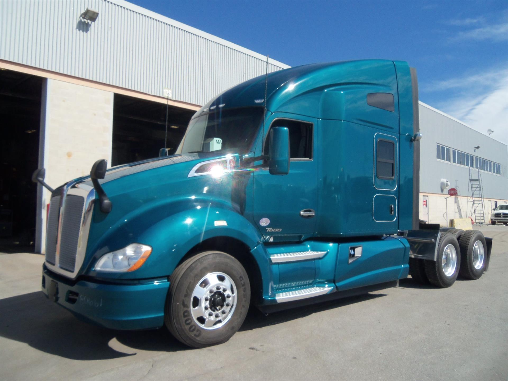 USED 2016 KENWORTH T680 SLEEPER TRUCK #133815