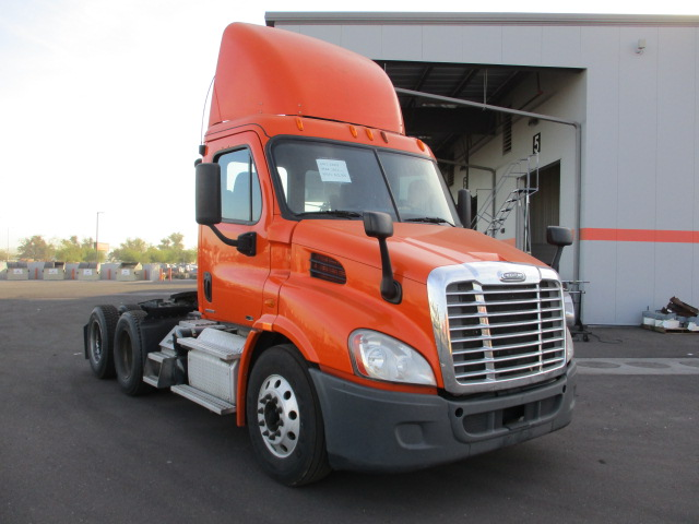 USED 2012 FREIGHTLINER CASCADIA DAYCAB TRUCK #135084