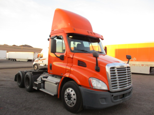 USED 2012 FREIGHTLINER CASCADIA DAYCAB TRUCK #135976