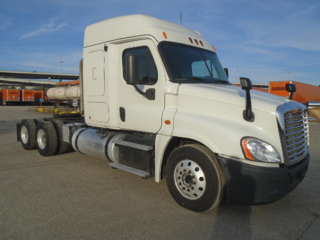 USED 2013 FREIGHTLINER CASCADIA SLEEPER TRUCK #135072