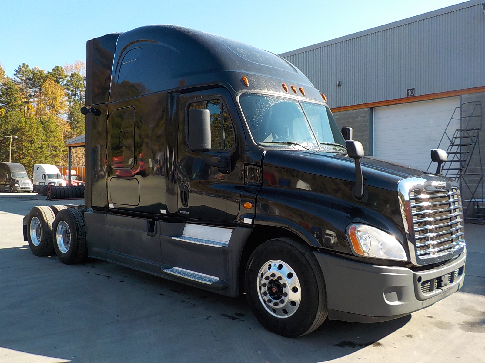 USED 2014 FREIGHTLINER CASCADIA DAYCAB TRUCK #136189