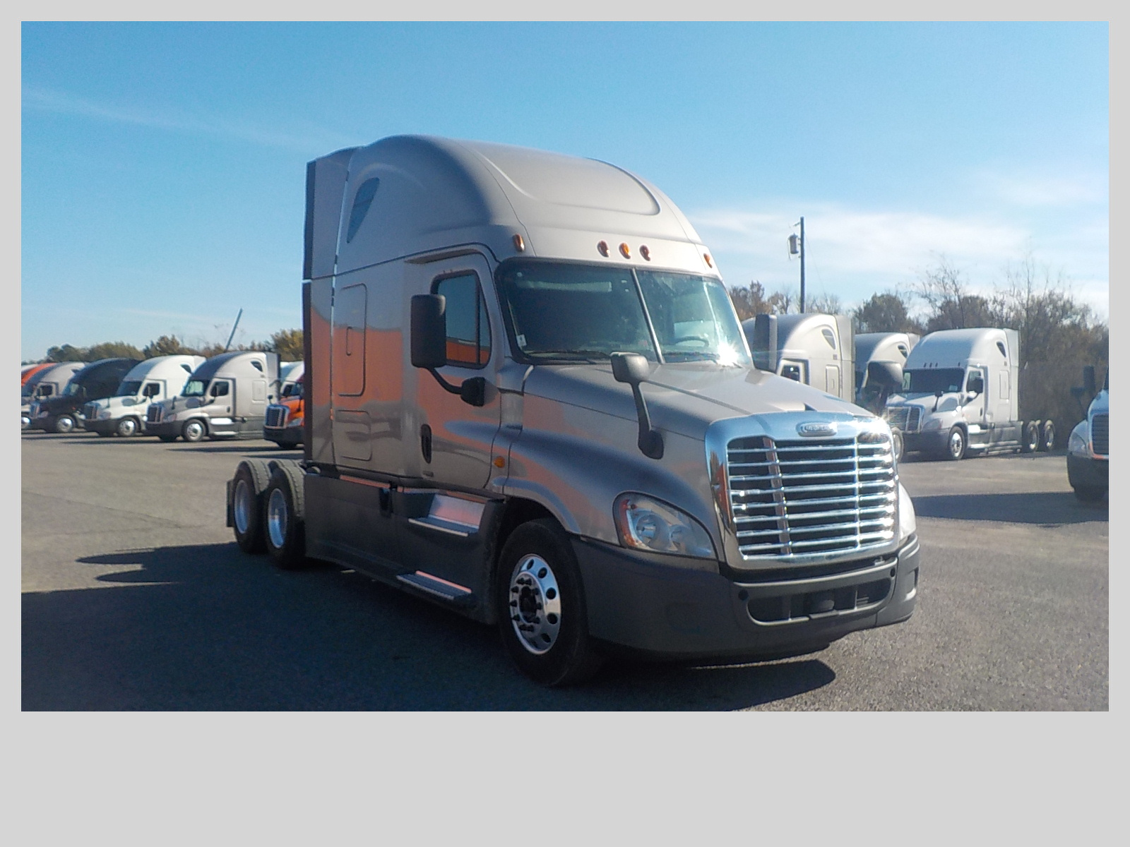 USED 2015 FREIGHTLINER CASCADIA SLEEPER TRUCK #84058