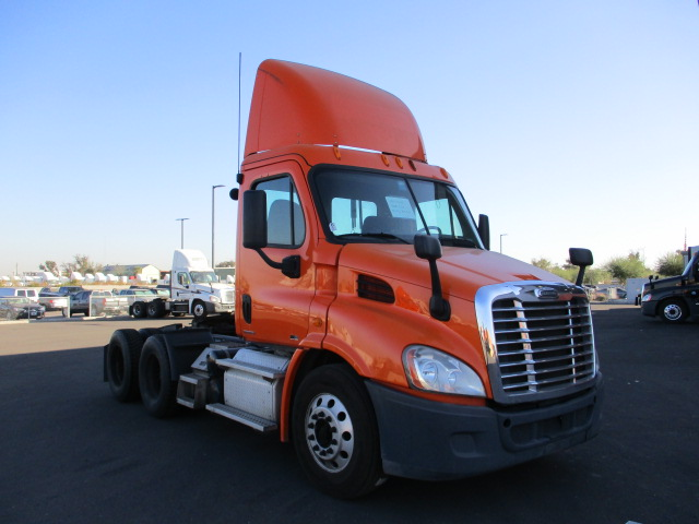 USED 2012 FREIGHTLINER CASCADIA DAYCAB TRUCK #136254