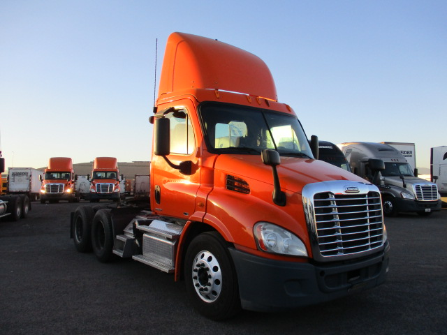 USED 2012 FREIGHTLINER CASCADIA DAYCAB TRUCK #136255