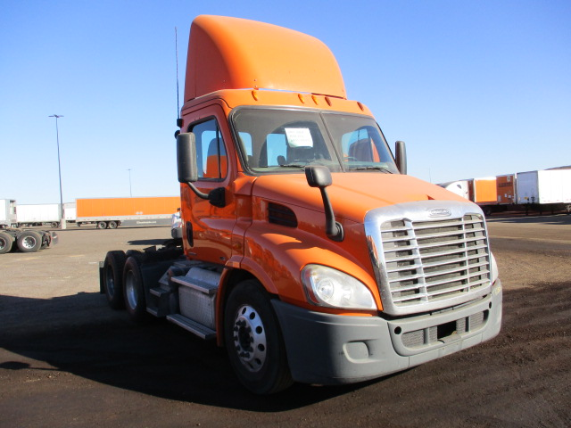 USED 2012 FREIGHTLINER CASCADIA DAYCAB TRUCK #136258