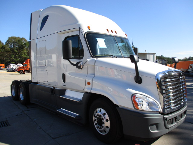 USED 2015 FREIGHTLINER CASCADIA SLEEPER TRUCK #136183