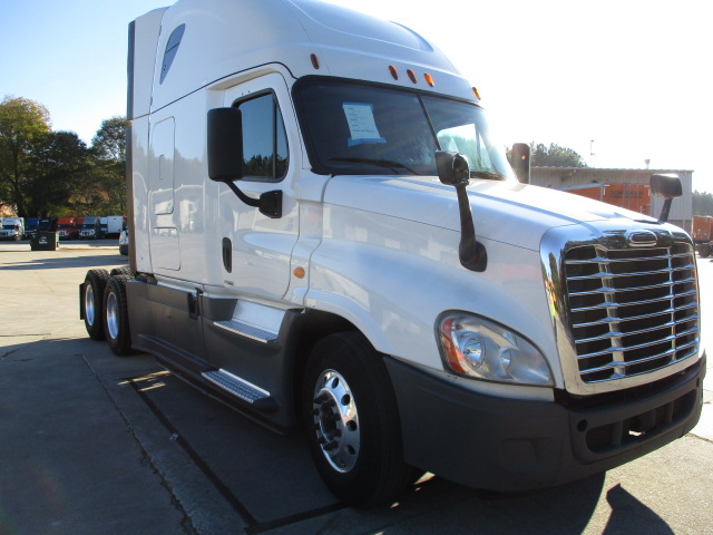 USED 2015 FREIGHTLINER CASCADIA SLEEPER TRUCK #136920