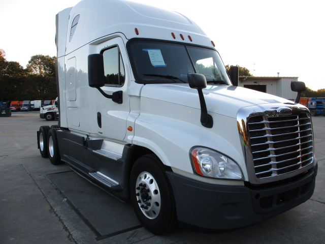 USED 2015 FREIGHTLINER CASCADIA SLEEPER TRUCK #136919