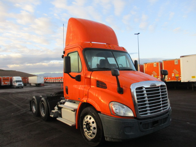 USED 2012 FREIGHTLINER CASCADIA DAYCAB TRUCK #136967